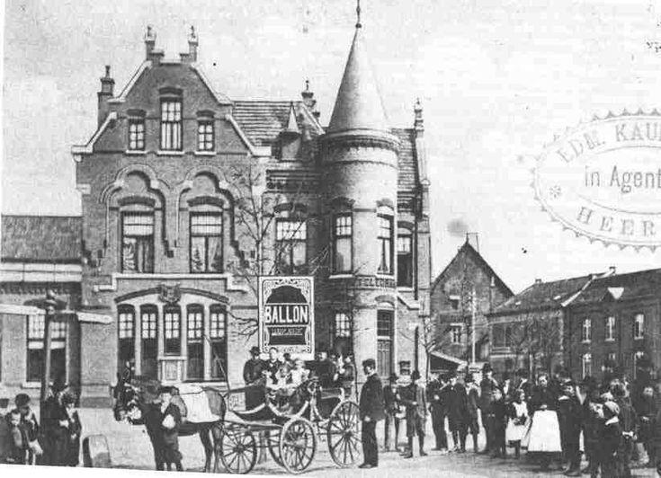 Postkantoor op het Emmaplein (later Pancratiusplein).    Ger Prickaerts