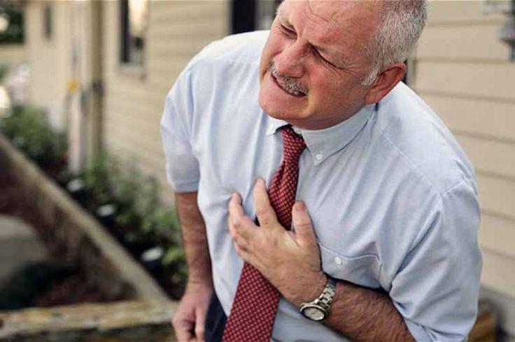 satu penyebab nyeri di dada adalah serangan jantung yang berpotensi mengancam jiwa, sehinggaWaspadaiNyeri diDadaAkibatGangguanPadaJantung,Sakitdada yang berhubungan dengan serangan jantung atau masalah jantung