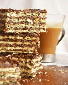 Hola!!! Hoy hacemos el clásico de las abuelas, turrón Quaker! @quaker_arg  Nosotras lo hacemos así,  Ingredientes: Manteca 200 gr. Azúcar 12 cdas. Cacao 12 cdas. Avena arrollada 12 cdas. Leche 12 cdas. Dulce de leche 2 cdas. Galletitas de agua saladas 2 paquetes Procedimiento: Derretir la manteca a fuego lento en una cacerola e ir incorporándole el azúcar, el cacao, la avena y la leche hasta que hierva. Retirar e incorporar el dulce de leche. Intercalar capas de galletitas con la…