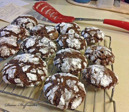 Chocolate Crinkle Christmas Cookie Recipe | Yummly