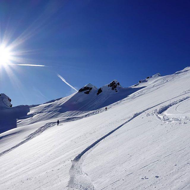 Skitour bei schönstem Wetter 💙 #berge #alps #skitour #alpen #skitouring #mountains #sonnenschein #wolkenlos #austria #skifahren #skiing #wochenende