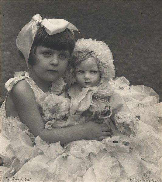 18 Cute Photos of Children with Their Toys in the 1930s The French doll, 1932