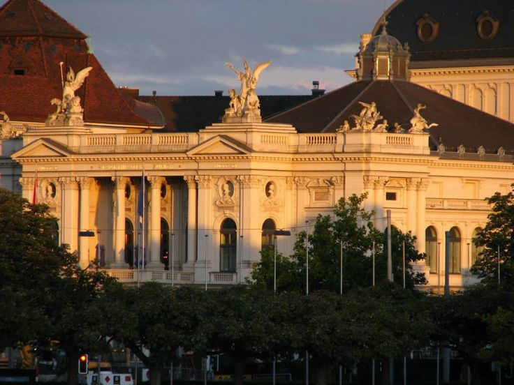 Tips for visiting Opernhaus Zürich: https://meetmeattheopera.com/opera-houses/zurich-opera-house/