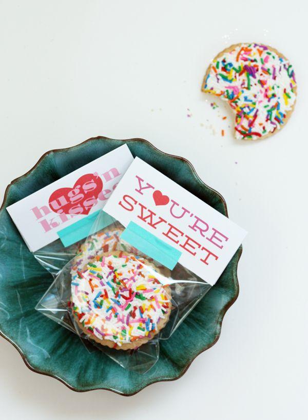DIY valentine label goodie bag / TheSweetEscape.ca #free #printable