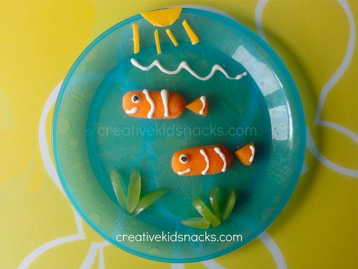 Finding Nemo: an adorable kid snack featuring Nemo and Marlin. CreativeKidSnacks.com