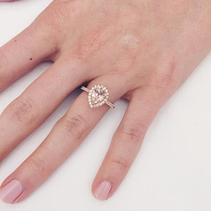 """@AspynOvardd 's gorgeous engagement ring! """"Close up ring pic for those who wanted to see """""""