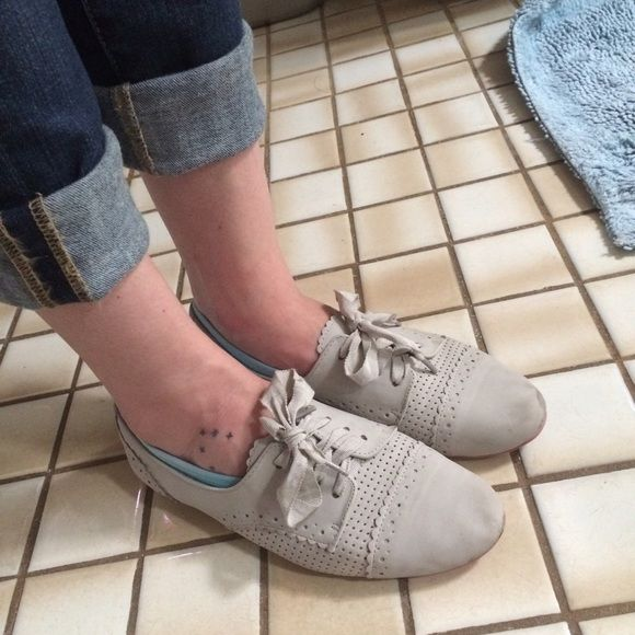 Grey Oxford Flats Super cute Oxford flats. I love them, but I am updating my shoes to more comfortable teaching attire. Want to find a good home! Come with spare cord laces and have cute pink bottoms! Willing to negotiate price, trade, or bundle! Not Rated Shoes Flats & Loafers