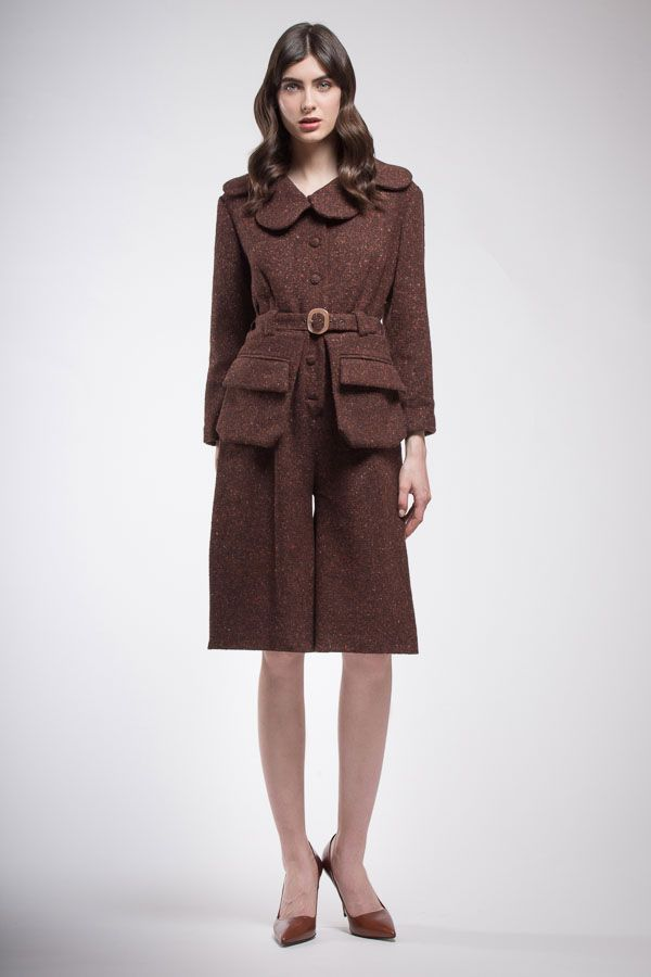 Pansuit in pure wool brown particular leaps ahead