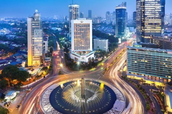 Welcome Statue, Jakarta Hotel Indonesia Circle.  Bundaran HI.