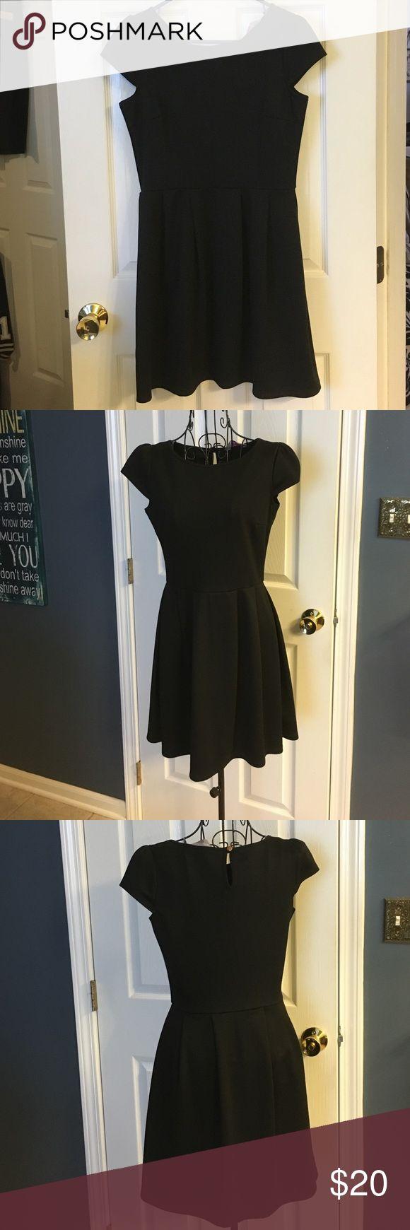 """Dorthy Perkins black dress 32 1/2"""" from shoulder Dorthy Perkins black dress 32 1/2 inches from shoulder dorthy perkins Dresses Midi"""