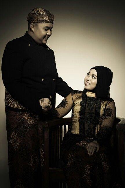 Wearing kebaya and beskap jawa for prewedding photo shoot? Why not. Look gorgeous right?