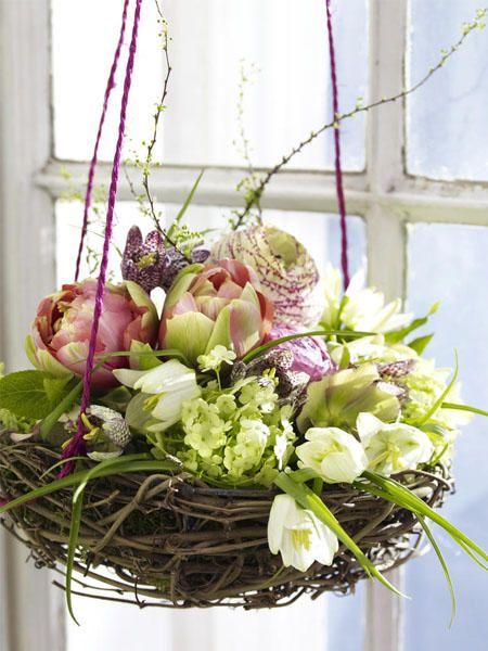 Fensterdeko zu Ostern selber machen: Blumennest