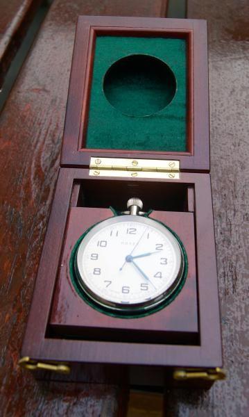 http://www.la-timonerie-antiquites.com/fr/antique/1175/chronometre-de-marine-de-poche-montre-poljot-22-pierres-precieuses