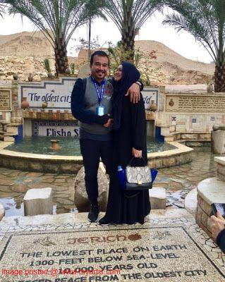 """8 GAMBAR - SELAMAT TIBA SITI NURHALIZA KINI DI PALESTIN   """"Alhamdulillah tiada halangan yang membimbangkan ketika kami sampai"""" demikian kata Datuk Sirti Nurhaliza Tarudin 38 yang telah selamat tiba di bumi Palestin bersama rombongannya pada jam 12 tengah hari tadi (waktu tempatan) walaupun terpaksa melalui pemeriksaan ketat. Kunjungan penyanyi 'Biarlah Rahsia' itu ke bumi Palestin adalah bagi memenuhi keinginannya menziarahi lokasi bersejarah Masjid Al-Aqsa yang menjadi kiblat pertama umat…"""