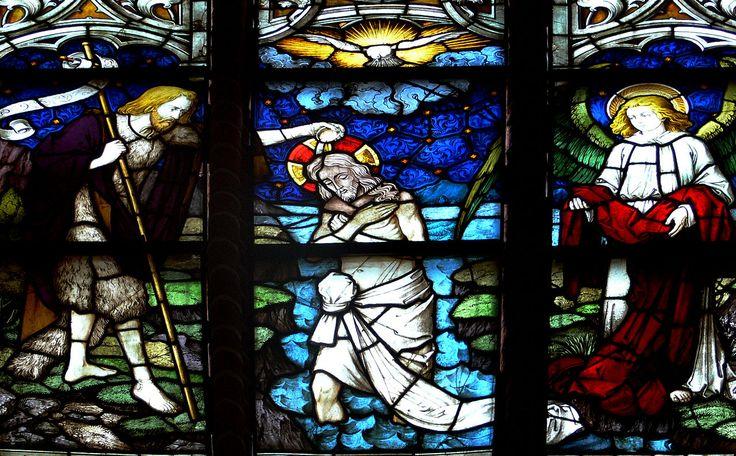Lüneburg, Kirche St. Johannis Mittleres Chorfenster von Karl de Bouché (1906 von Kaiser Wilhelm II. gestiftet) Lüneburg St Johannis Chor Fenster Detail Taufe Jesu.jpg
