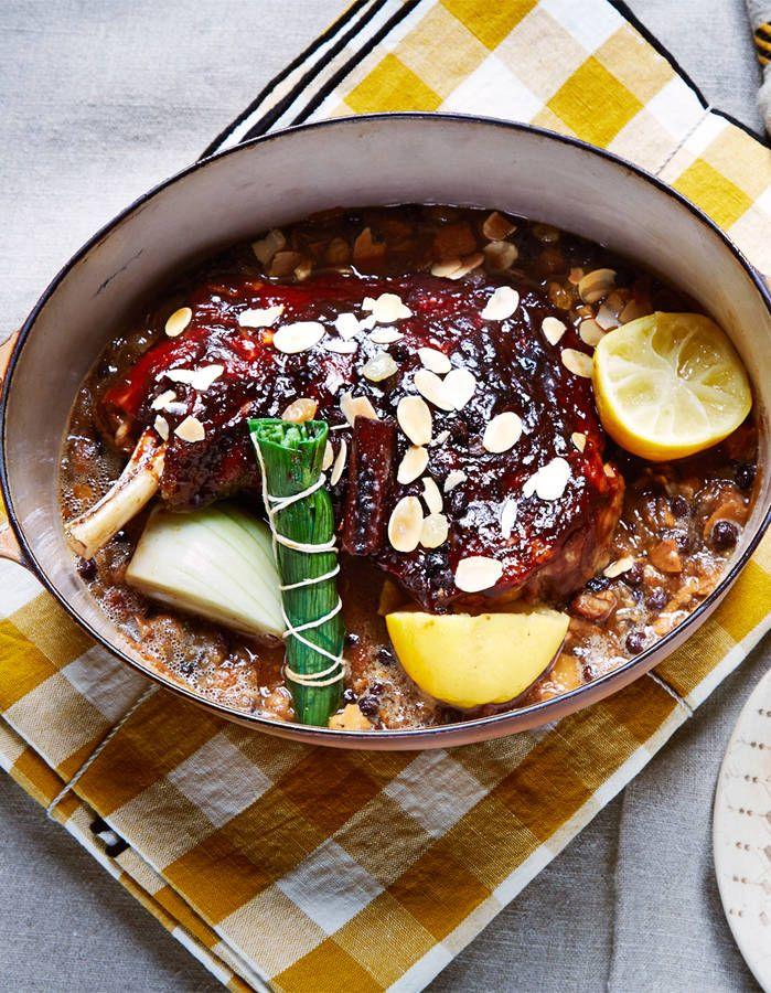 Au George-V,     Christian Le Squer, ce chef virtuose tutoie les étoiles, mais à la maison il aime les plats     mijotés qui cuisent tout seuls. Démonstrati...