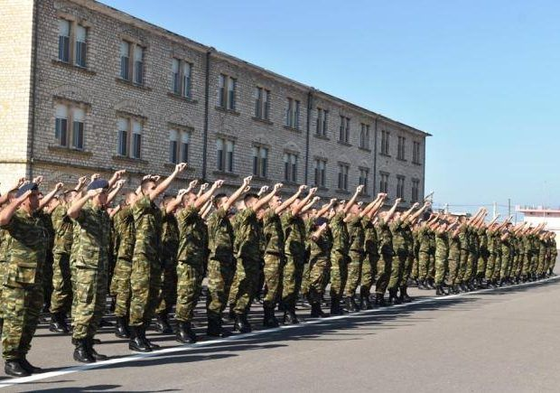 Η ΜΟΝΑΞΙΑ ΤΗΣ ΑΛΗΘΕΙΑΣ: Ελληνικές στρατιωτικές στολές ράβονται στο Μπαγκλα...