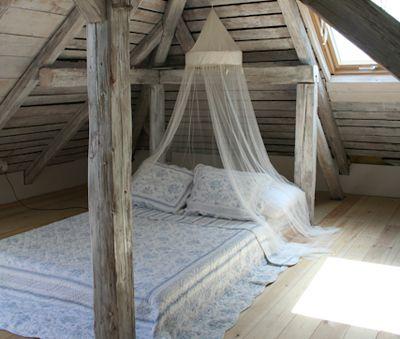At the loft, a romantic double mattresse - Csokonai Luxury Villa at Lake Balaton