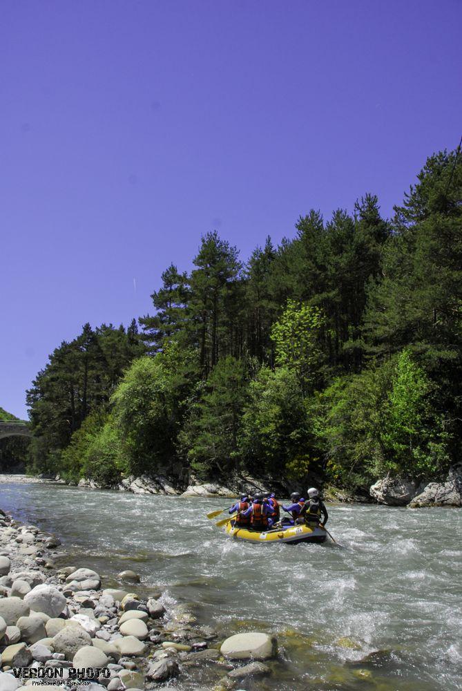 Descente rafting grandeur nature sur le Haut Verdon. A découvrir absolument en période de fonte des neiges au printemps