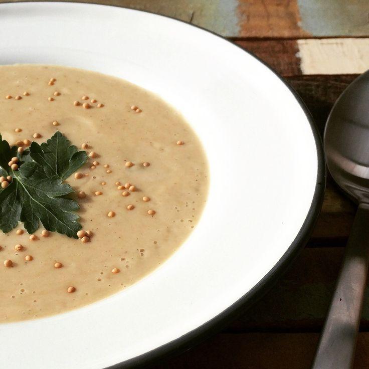 Door de toevoeging van komijn en garam masala verander je deze Hollandse bloemkoolsoep in een handomdraai naar een Indiase soep.
