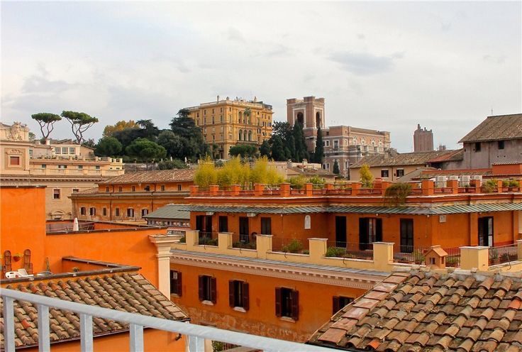 This 3 bedrooms apartment in Piazza Santi Apostoli, Rome Historic Centre is now on the market. Contact us today to arrange a viewing.