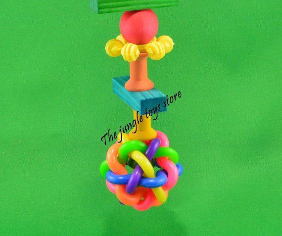 Merveilleux jouet coloré pour votre petit ou gros oiseaux, fait de bois tendre coloré et non toxique !