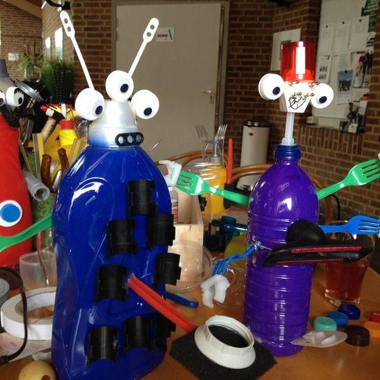 Recycle kunst :: Kunst & Kolder in Het Anker in Hazerswoude Rijndijk maakten we weer een paar leuke Aliens van oude plastic flessen en ander plastic afval.