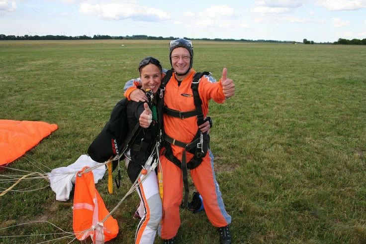 Thumbs up if you love #skydiving!   http://www.gojump.de/en.html