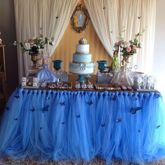 Aprenda a organizar uma linda Festa Infantil tema Frozen e Cinderela, com indicação de vestido infantil azul, e para os meninos o boneco Olaf.