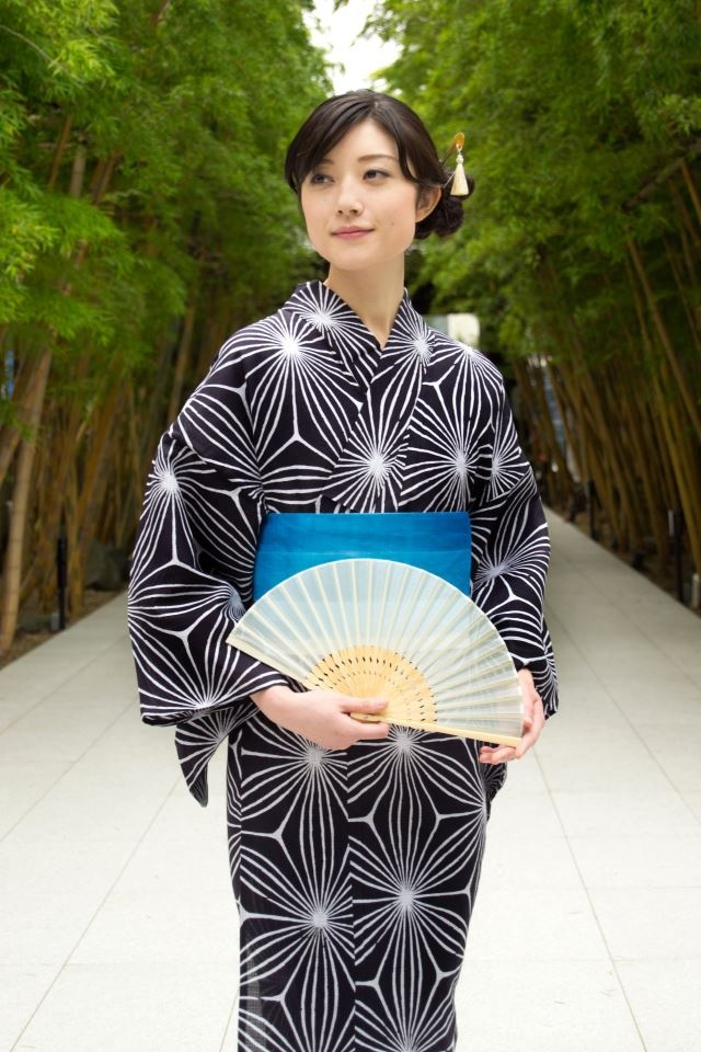 Yukata 浴衣 -- light weight fabric for summer  ~ Japan