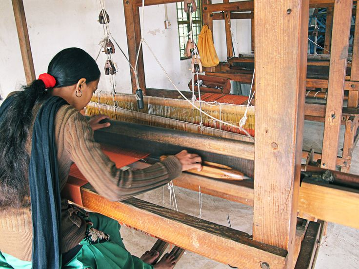 Artisan on the handloom www.nagnata.com