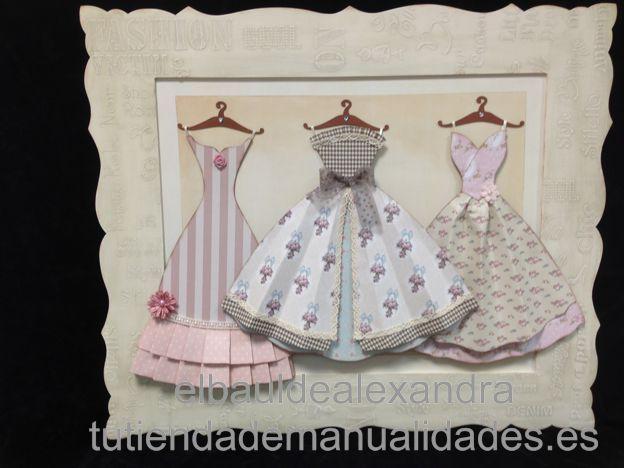 Cuadro vestidos grandes realizado con papeles de scrap, siluetas, pinturas, modeling paste y plantillas de Dayka Trade.