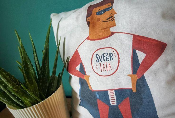 W czeluściach szafy odkryłam jeszcze dwie poduszki dla super tatów  Dostępne do wzięcia w UK od ręki  #supertata #tata #poduszka #poducha #syn #corka #prezent