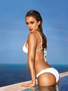 Jessica Alba - Bikini Pics - Entertainment Weekly