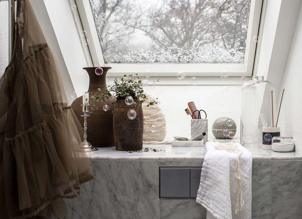 Badrumsinspiration i marmor, rosa och brunt
