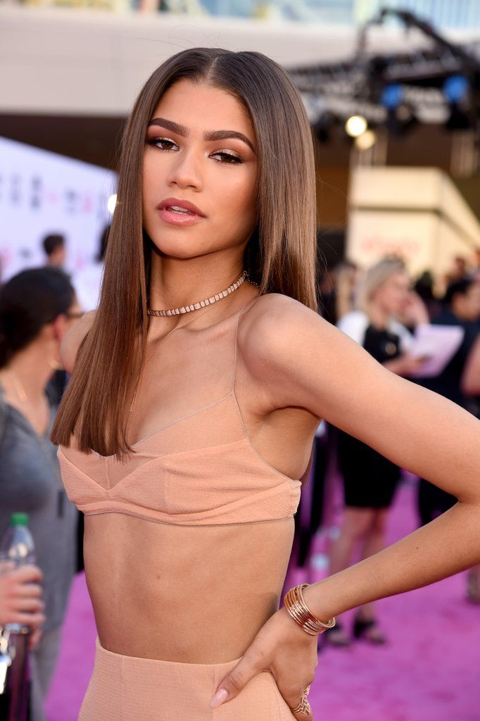 Zendaya Pops Up at the Billboard Music Awards, Was Possibly Sent From Heaven