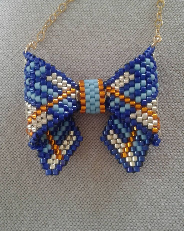 💙encore un petit noeud papillon 💙 #bijoux #jewels # perles #beads#delicas #miyuki#burberry #collier #necklace #faitmain #handmade #j'enfiledesperlesetj'assume#perlesandco#noeudpapillon #bowtie #peyote