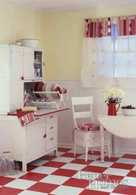 Red & white retro kitchen. I like the pale yellow on the walls.