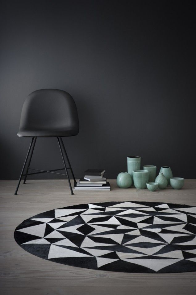 WovenGround Ambition round rug by Linie Design