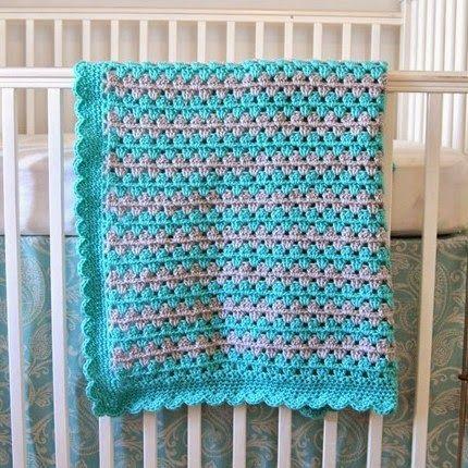 Crocheting Granny Stripe Blanket Tutorial: Scalloped Border ༺✿ƬⱤღ  http://www.pinterest.com/teretegui/✿༻