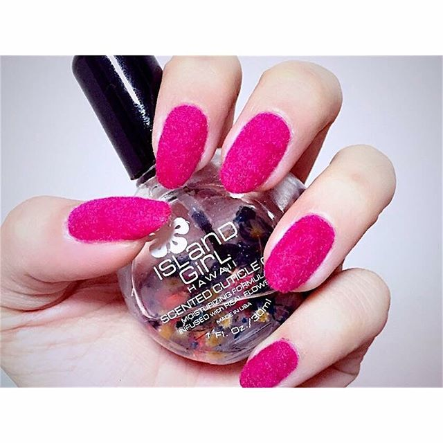 ビビットカラー✖︎ベルベットがオシャレ❤︎ owner page▷@shuluck  search▷#ピクシーネイル  #セルフネイル #好評 #人気ネイル #ベルベット #ネイル #ネイルデザイン #ビビットカラー #ピンク #かわいい #ネイル  #selfnail #velvetnails #cutenails #naildesign #trendnails #nail #spring