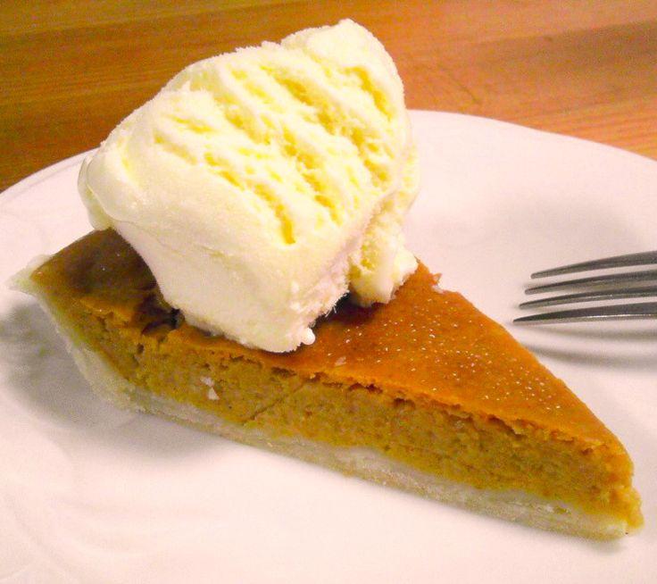 ハロウィンといえば、かぼちゃ。 かぼちゃのお菓子の定番といえば、パンプキンパイ(=パンプキンタルト)ですね。 ただしお菓子作りをする人なら分かると思うんですが、タルト...