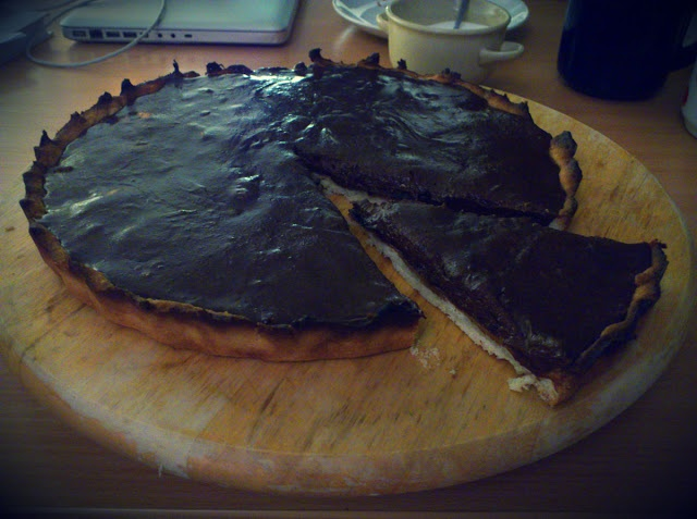 Plum tart with chocolate mousse. Om nom nom :)    http://dziarskapara.blogspot.com/2012/11/tarta-sliwkowa-z-musem-czekoladowym-i.html