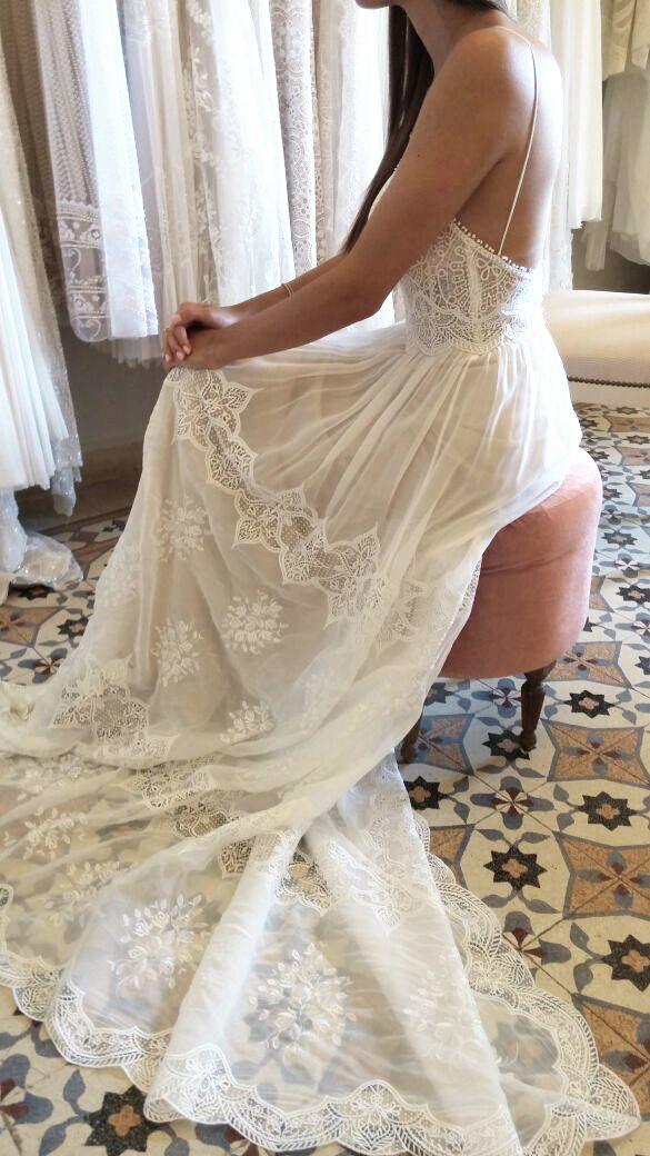 EVA dress boho chic | flora bridal | white dress | wedding | vintage | classy | gown | open back | v line | lace allover | wedding season | bridal couture