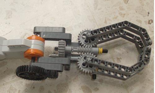 Classroom Robotics: Claws lego NXT - Lego Arm