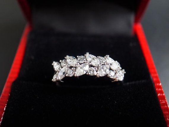 Markiezin Diamond Wedding Ring in 14K White Gold door honngaijewelry