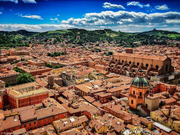 Vista di Bologna dalla torre pendente più alta d'Italia by @ThePlanetD Travel