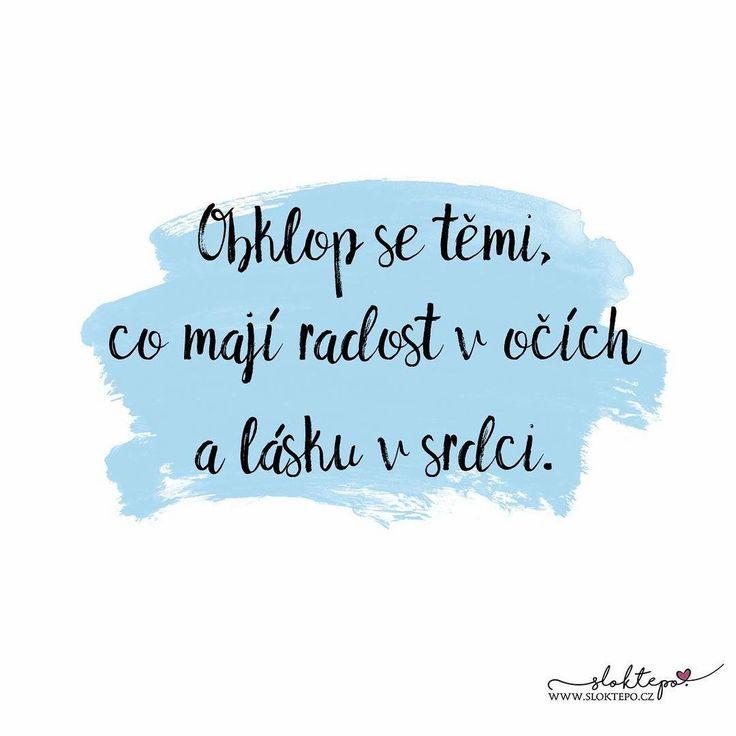 Mnoho lidí zmešká malé radosti, protože marně čeká na velké štěstí.  Pohodový sváteční den všem ☕ #sloktepo #motivacni #hrnky #miluji #kafe #citaty #zivot #mojevolba #darek #domov #dokonalost #pozitivnimysleni #laska #stesti #rodina #nakupy #novinka #czechgirl #czechboy #czech #praha