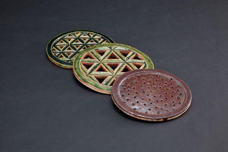 織部水切板(奥から2つ)Strainer, Oribe type飴釉水切板(手前)Strainer, amber glaze 2012