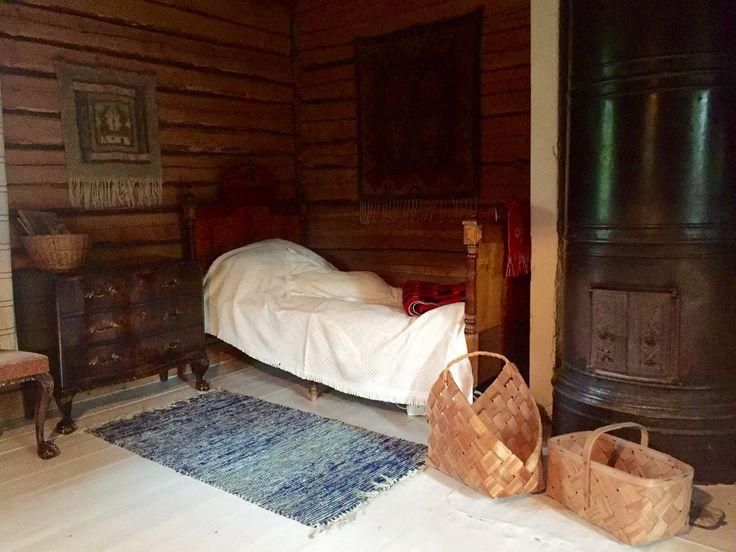 Vanhan torpan tupa ja päästävedettävä sänky
